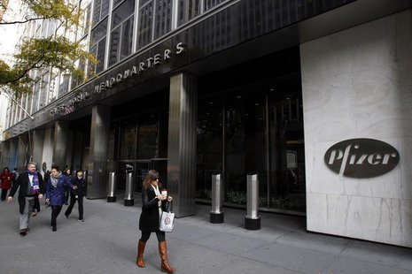 Pedestrians walk past the world headquarters of Pfizer in New York November 5, 2013. REUTERS/Adam Hunger