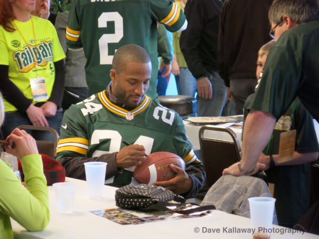 Jarrett Bush signs autographs