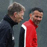 Manchester United's manager David Moyes (L) walks past Ryan Giggs during a training session at the club's Carrington training complex in Man