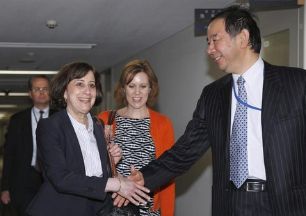 Acting Deputy U.S. Trade Representative Wendy Cutler (L) shakes hands with Japan's deputy chief negotiator Hiroshi Oe ahead of their meeting
