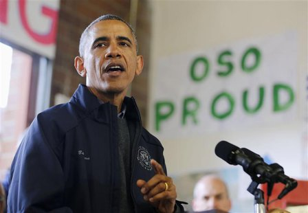 U.S. President Barack Obama speaks to first responders after touring the mudslide damage in Oso, Washington, April 22, 2014. REUTERS/Larry D