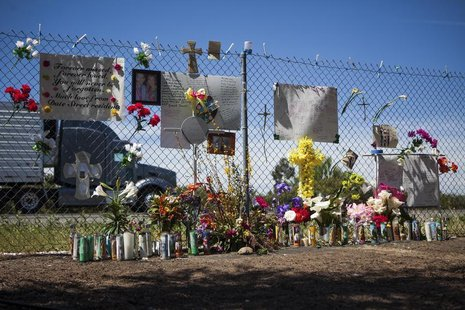 A makeshift memorial sits beside Interstate 5 in Orland, California, April 17, 2014, in memory of those who died last week when a FedEx truc