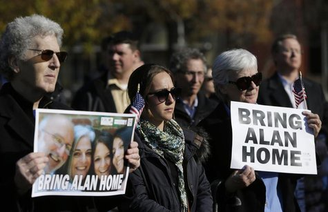 Demonstrators gather during a rally for U.S. detainee Alan Gross in Lafayette Square in Washington December 3, 2013. REUTERS/Gary Cameron