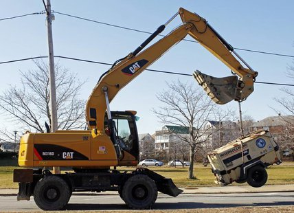 A Caterpillar tractor lifts a piece of construction equipment in Somerville, Massachusetts January 27, 2010. REUTERS/Brian Snyder