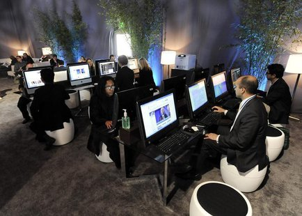 Attendees surf the internet at the Milken Institute Global Conference in Beverly Hills, California May 1, 2013. REUTERS/Gus Ruelas