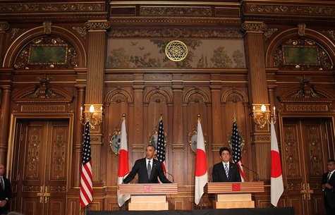 U.S. President Barack Obama (L) attends a news conference with Japanese Prime Minister Shinzo Abe at the Akasaka guesthouse in Tokyo April 2