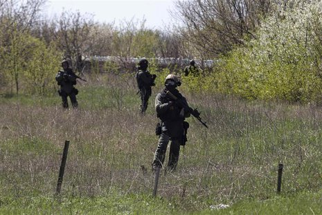 Ukrainian soldiers stand guard near the Kramatorsk airport in eastern Ukraine April 25, 2014. REUTERS/Baz Ratner