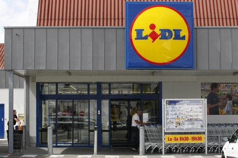 A customer takes a caddy outside a Lidl store in Saint Sebastien-sur-Loire near Nantes, June 16 2011. REUTERS/Stephane Mahe