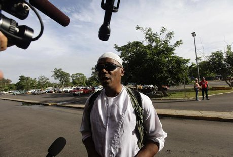 William Potts speaks to reporters outside Havana's Jose Marti International Airport, before boarding a plane to the U.S. November 6, 2013. R