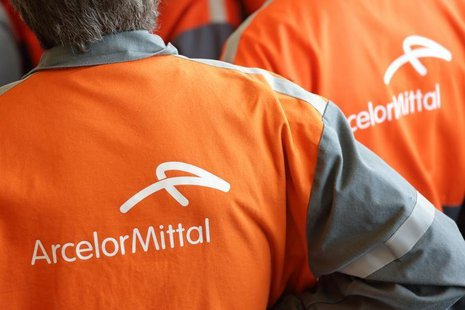 Workers listen to French President's speech during a visit at ArcelorMittal steel factory in Florange, Eastern France, September 26, 2013. R