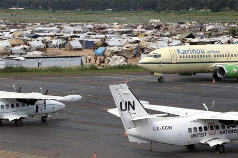 A general view shows a camp for displaced people at Mpoko airport in Bangui May 1, 2014. REUTERS/Emmanuel Braun