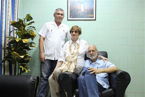 Jailed U.S. Agency for International Development (USAID) contractor Alan Gross, (R), poses for a picture during a visit with Cuban Jewish Co