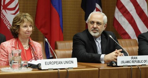 European Union foreign policy chief Catherine Ashton (L) and Iranian Foreign Minister Mohammad Javad Zarif wait for the start of talks in Vi