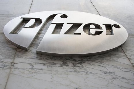 The Pfizer logo is seen at their world headquarters in New York April 28, 2014. REUTERS/Andrew Kelly (UNITED