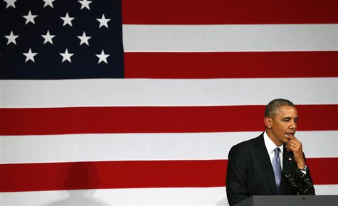 U.S. President Barack Obama pauses as he speaks at a DNC fund raiser in San Jose May 8, 2014. REUTERS/Kevin Lamarque