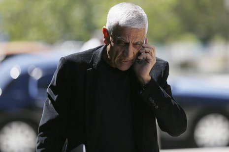Venture capitalist Vinod Khosla arrives at San Mateo County Superior Court in Redwood City, California May 12, 2014 to testify over the ongo