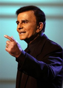 "U.S. television and radio personality Casey Kasem appears on the ""American Top 40 Live"" show in Los Angeles April 24, 2005. REUTERS/Lee Cela"