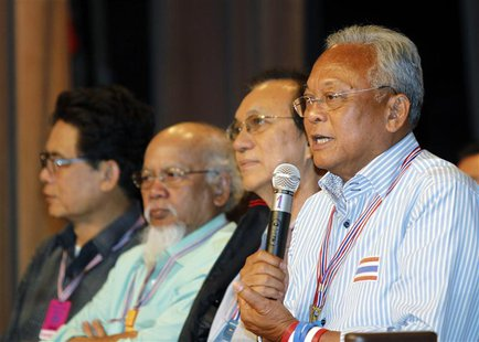 Anti-government protest leader Suthep Thaugsuban (R) speaks during a meeting with his supporters at the Government House in Bangkok May 17,