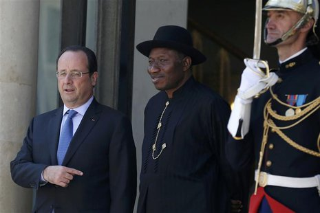 French President Francois Hollande (L) welcomes Nigerian President Goodluck Jonathan as he arrives to attend the African Security Summit at