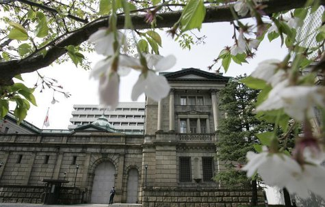 The Bank of Japan (BOJ) headquarters is seen through a cherry blossom tree in Tokyo April 9, 2008. REUTERS/Yuriko Nakao