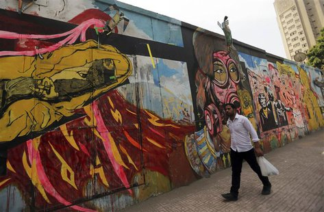 A man walks past a graffiti in Cairo May 21, 2014. REUTERS/Amr Abdallah Dalsh