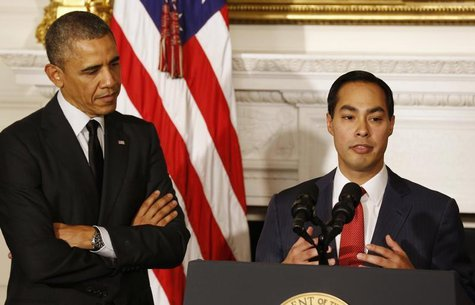 U.S. President Barack Obama announces that San Antonio Mayor Julian Castro (R) will be his choice as the new Secretary of HUD, in the State