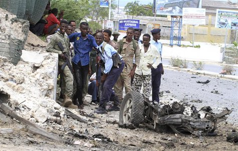 Somali government soldiers take their positions during a clash with Al Shabaab militants outside the Parliament buildings in the capital Mog