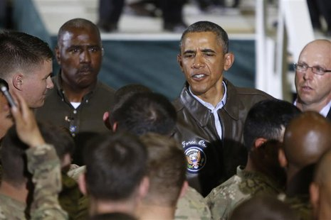 U.S. President Barack Obama shakes hands with troops after delivering remarks at Bagram Air Base in Kabul, May 25, 2014. REUTERS/Jonathan Er