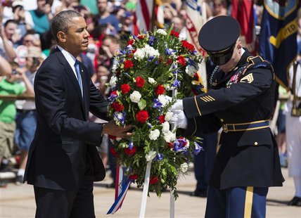 U.S. President Barack Obama places a wreath at the Tomb of the Unknowns at Arlington National Cemetery in Virginia May 26, 2014. REUTERS/Jos