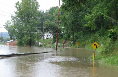Flooding from the Kickapoo River on August 20, 2007. (Photo from: National Weather Service/Wikimedia Commons).