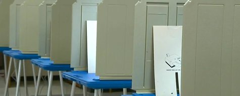 Voting booths at Kaukauna City Hall. (Photo from: FOX 11/YouTube).