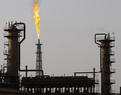 A view of Baiji oil refinery, 180km (112 miles) north of Baghdad, January 22, 2009. Picture taken January 22, 2009  CREDIT: REUTERS/ THAIER AL-SUDANI/FILES