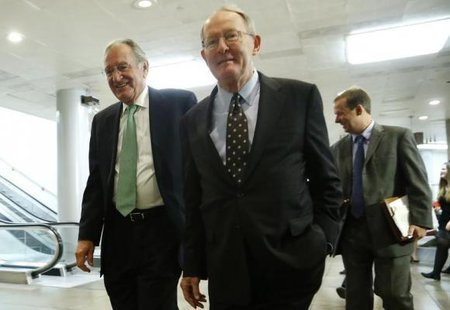 U.S. Senator Tom Harkin (D-IA) (L) and Senator Lamar Alexander (R-TN) (C) walk to a closed-door briefing on talks with Iran by Secretary of State John Kerry and Treasury Secretary Jack Lew at the U.S. Capitol in Washington December 11, 2013. CREDIT: REUTERS/JONATHAN ERNST