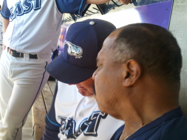Detroit Tigers VP Willie Horton represented the parent major league club, chatting with another former Tiger great Mike Henneman (L)