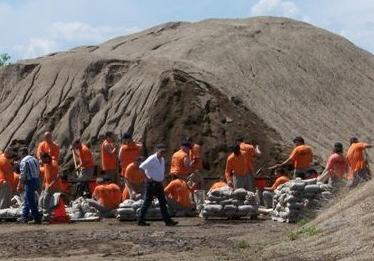 State Prison Inmates Assisting With Canton Clean Up. (doj.sd.gov)