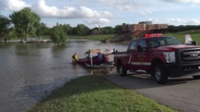 Fargo firefighters pull girl out of Red River
