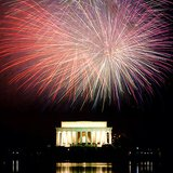 The Lincoln Memorial during a fireworks show on the American Independence Day. By J.W.Photography from Annapolis (Flickr) [CC-BY-2.0 (http://creativecommons.org/licenses/by/2.0)], via Wikimedia Commons