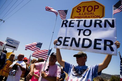 Demonstrators picket against the possible arrivals of undocumented migrants who may be processed at the Murrieta Border Patrol Station in Murrieta, California July 1, 2014. CREDIT: REUTERS/SAM HODGSON