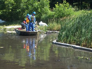 The clean-up required a lot of planning, testing, manpower and creativity. An oil spill on an enclosed waterway had never happened on this scale before.