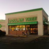 Dollar Tree store (Photo By Xnatedawgx (Own work) [CC-BY-SA-3.0 (http://creativecommons.org/licenses/by-sa/3.0) or GFDL (http://www.gnu.org/copyleft/fdl.html)], via Wikimedia Commons).
