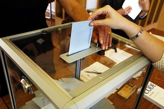 Second round of the French presidential election of 2007. By Rama (Own work) [CC-BY-SA-2.0-fr (http://creativecommons.org/licenses/by-sa/2.0/fr/deed.en)], via Wikimedia Commons