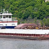 Mississippi River Barge (Photo By Dirk from San Diego, USA (Mississippi River Barge) [CC-BY-2.0 (http://creativecommons.org/licenses/by/2.0)], via Wikimedia Commons)