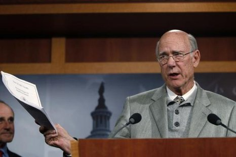 U.S. Senator Pat Roberts (R-KS) addresses a news conference as he discusses his opposition to a vote on START Treaty on Capitol Hill in Washington December 15, 2010. CREDIT: REUTERS/HYUNGWON KANG