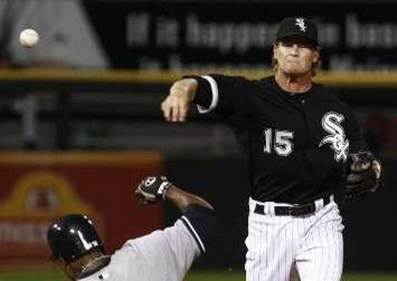 Chicago White Sox second baseman Gordon Beckham REUTERS/Jim Young