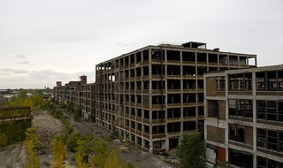 The Packard Plant in Detroit in 2009 (Courtest of Csmcm via Wikimedia Commons).