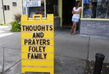 A sign outside a shop remembers James Foley in his home town of Rochester, New Hampshire. REUTERS/Brian Snyder