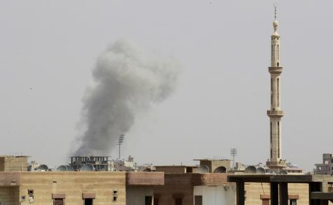 Smoke rises after what activists said was an air raid by Syrian government forces at the eastern Syrian city of Raqqa August 18, 2014. CREDIT: REUTERS/STRINGER