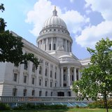 The Wisconsin State Capitol in July (by Ander107 via WikiCommons.com)