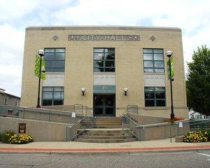 Zeeland City Hall (photo courtesy Ralph Gutierrez, Midwest Communications of Holland)