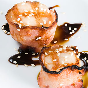 Bacon-wrapped scallops with soy sauce drizzle